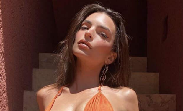 Ратаковски попросила поклонников оценить ее новые купальники, но люди переключили внимание только на ее фигуру