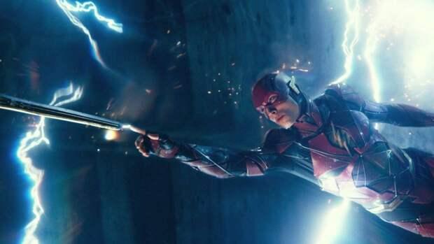 Силуэт Бэтмена появился в первом тизере фильма «Флэш»