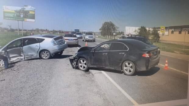 Из-за невнимательности женщины в ДТП пострадали три человека