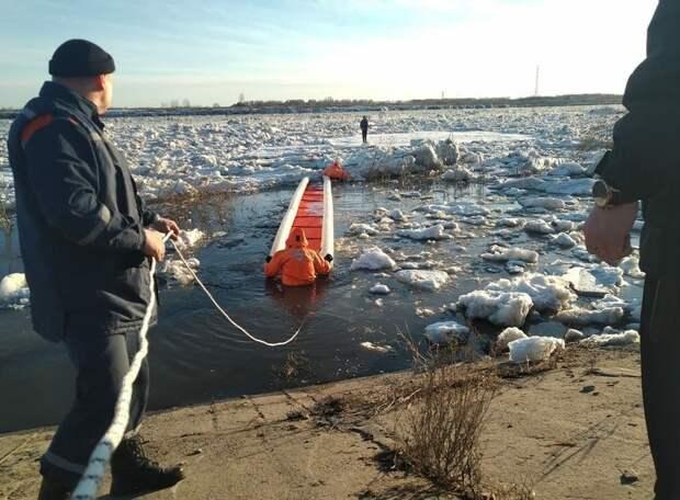 Томичку унесло от берега на льдине. Спойлер: она жива