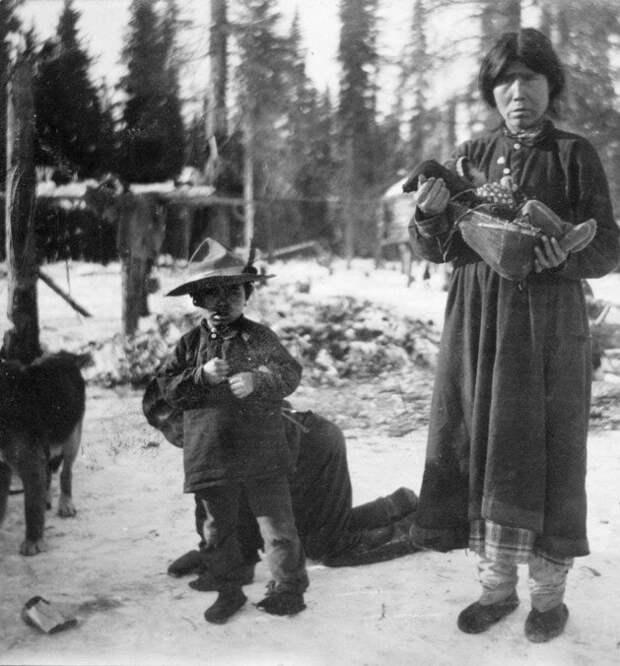 Атабаски -это группа коренных народов Америки, проживающих в западных районах США и Канады вблизи Великих озер и реки Маккензи интересное, младенцы, ношение, обычаи, пеленание, факты