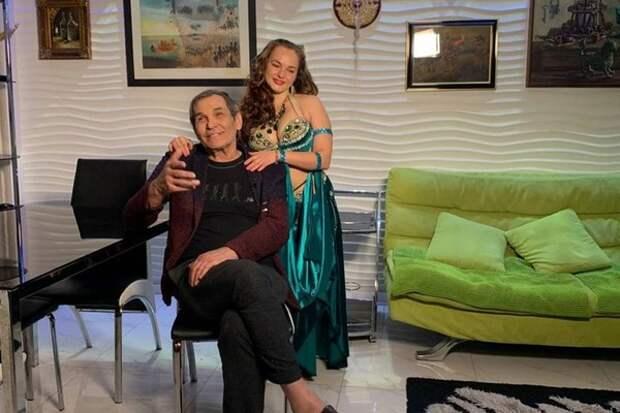 Бари Алибасов назовет ребенка от молодой помощницы в честь коронавируса