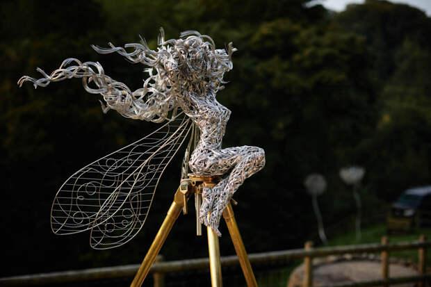 Скульптуры фей из стальной проволоки, созданные художником Робином Уайтом (18 фото)