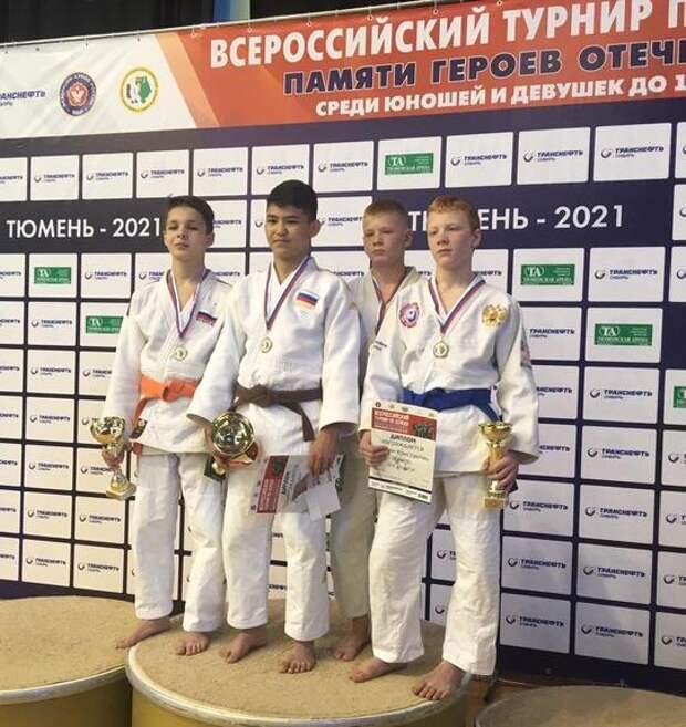 Молодые дзюдоисты Южного Урала привезли 10 медалей из Тюмени