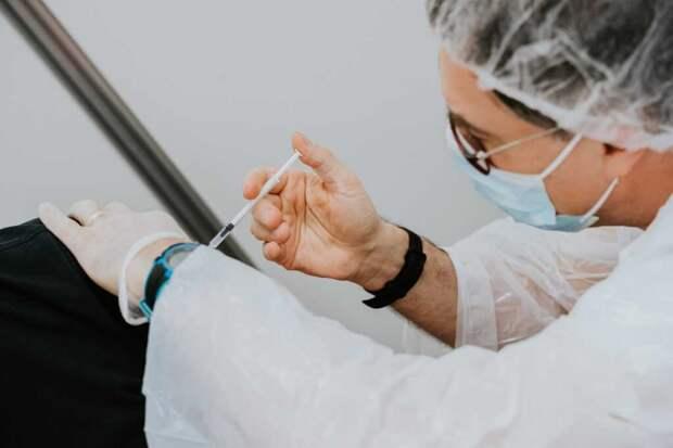 """Российская вакцина """"Спутник V"""" может быть одобрена ВОЗ до конца года"""