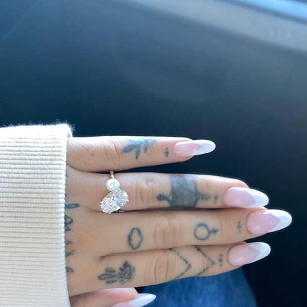 Это официально: Ариана Гранде вышла замуж за агента по недвижимости