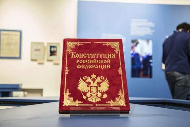 Ежегодная индексация пенсий и МРОТ не ниже прожиточного минимума: Путин откорректировал поправки в Конституцию