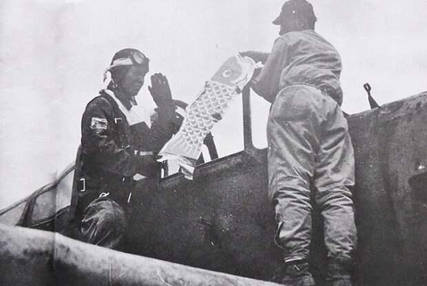 Какие талисманы «на удачу» брали с собой лётчики-камикадзе