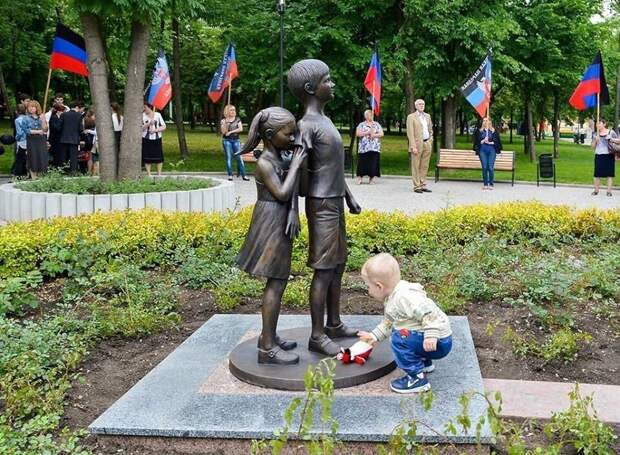 Навальнисты горячо одобряют преступления ВСУ на Донбассе. Юлия Витязева