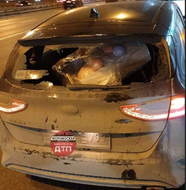 Такси и мотоцикл столкнулись на Ленинградке