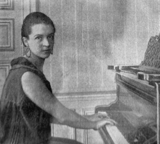 Ева Кюри не пошла по стопам родителей, зато стала их биографом