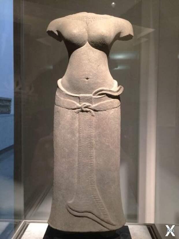 Скульптура индуистской богини из песч...