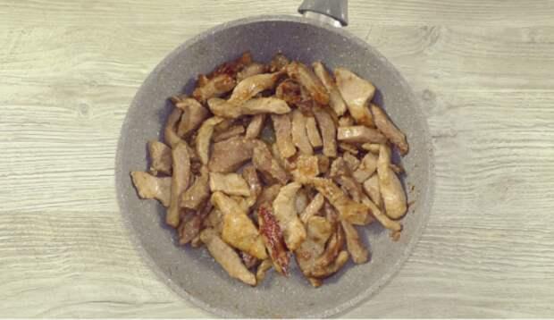Сколько лет готовлю таким способом мясо «По-Еврейски» и не надоедает. Попробуйте, не пожалеете