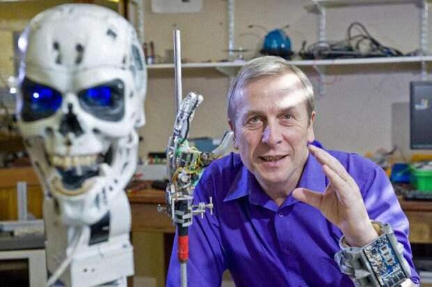 Профессор Кевин Уорвик, ведущий мировой эксперт вобласти кибернетики, стал первым вмире киборгом после новаторских научных экспериментов. Источник: kevinwarwick.com