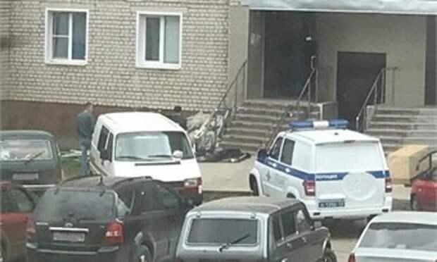 В Кирове на Филейке с 13 этажа упала женщина