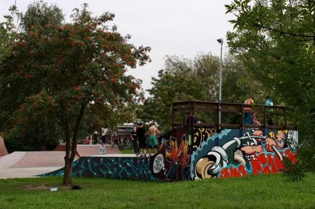 В новом скейт-парке на Джамгаровке появились красочные граффити