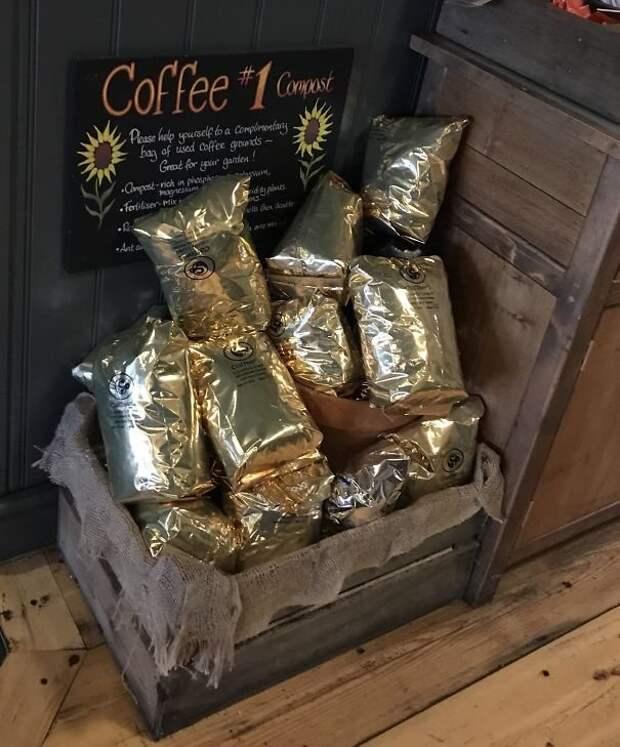 Кофейня раздает желающим цветоводам бесплатный компост из спитого кофе идеи, необычно, нестандартно, нестандартные идеи, оригинально, оригинальные решения, проблемы, решения