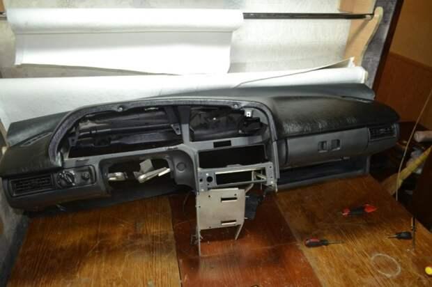 По сути это передняя панель без полезной начинки. /Фото: drive2.com.