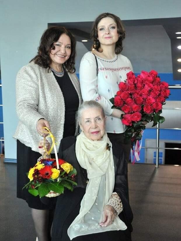 «Она не поймет, что случилось»: 92-летней Инне Макаровой не рассказывают о смерти Баталова