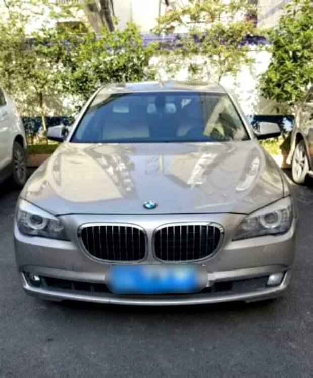 Фермер крал кур и уток, чтобы покупать бензин для своего BMW за $290 тысяч