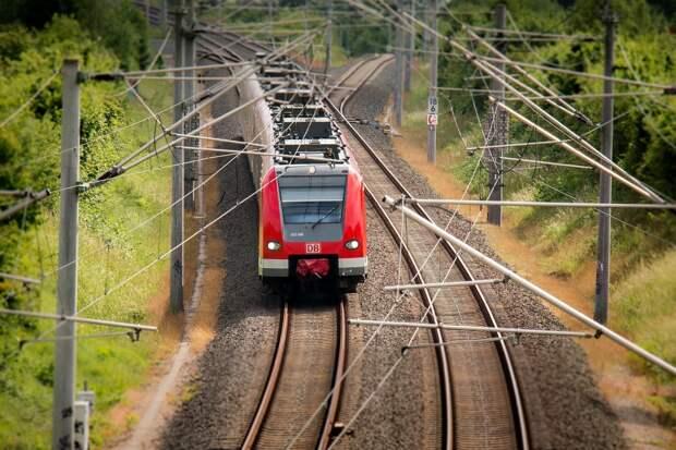 При столкновении пассажирского поезда и цементовоза под Калугой погиб один человек
