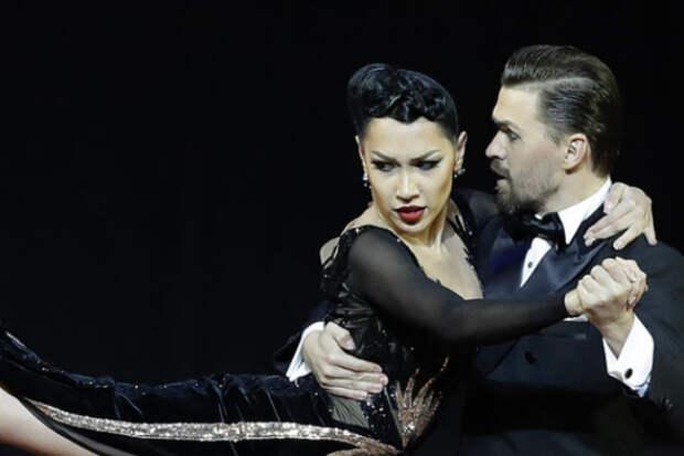 Смелое платье и горячий танец подарили победу российской паре