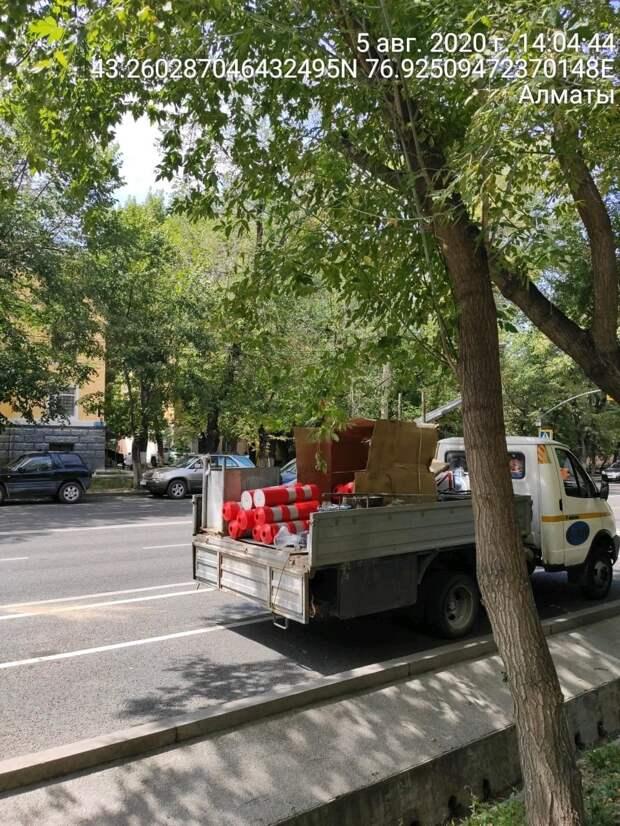 В Алматы устанавливают болларды по всем велополосам на Кунаева и Байтурсынова