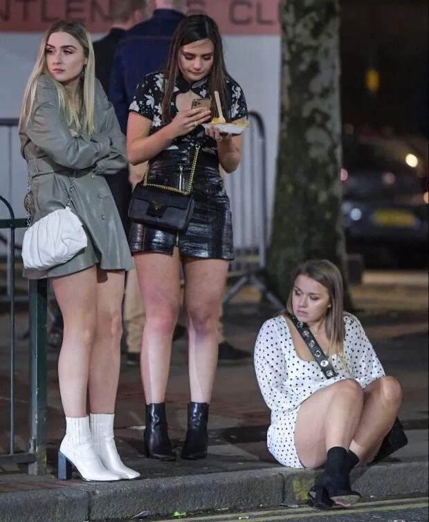 Бурное веселье посреди шторма: британцы отжигают в пабах и клубах, несмотря на ужасную погоду