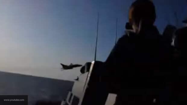На Youtube появился видеоролик с предположительным сближением российских самолетов с эсминцем США