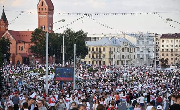 Британцы о протестах в Белоруссии: жду не дождусь, когда Белоруссия вольется в состав ЕС и будет принимать тысячи беженцев, как Литва и прочие…