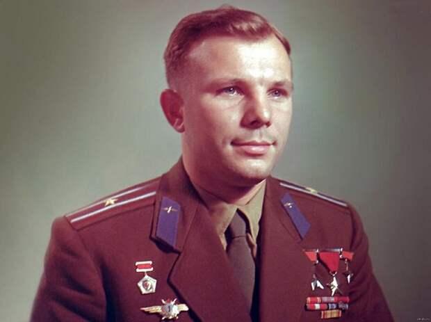В Волгограде продают обломок обшивки и уверяют, что он с борта, на котором погиб Гагарин