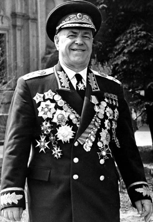 Маршал Жуков — не мясник! Кто и зачем клевещет на легендарного национального героя