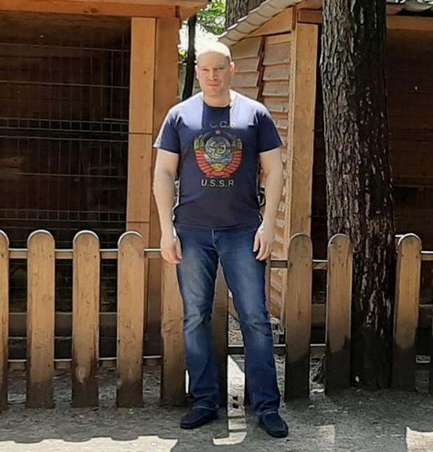 Нацисты избили работника авиазавода «Антонов» за футболку с гербом СССР