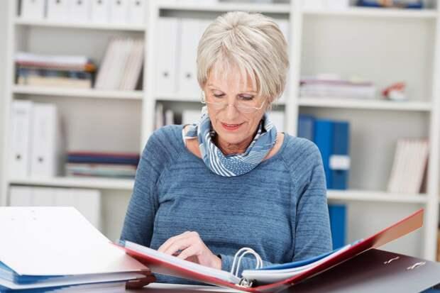 Части работающих пенсионеров проиндексируют пенсии