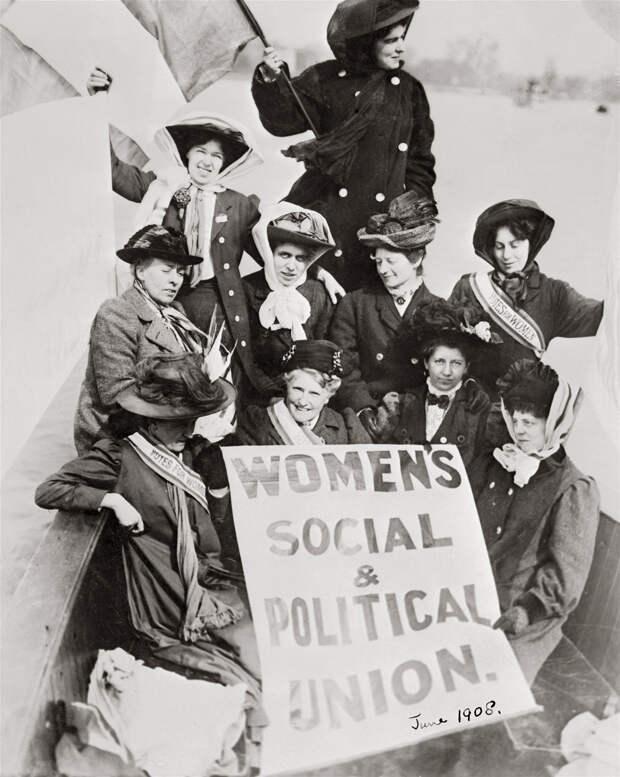 Восьмое марта: Вместо дня борьбы за права – день прославления женщины