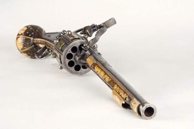 Старейший в мире револьвер, сделанный Гансом Стоплером в Нюрнберге, 1597 г.