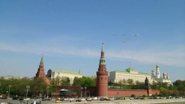Истребители и новейшие гиперзвуковые ракеты впервые пролетели над Москвой (ВИДЕО)