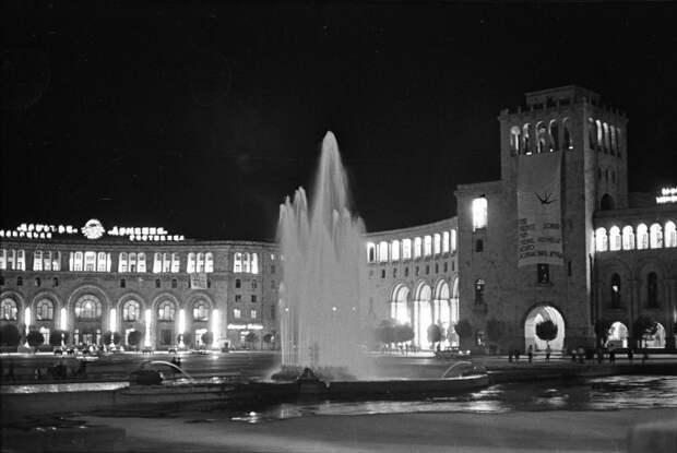 Вечерний Ереван Сигизмунд Кропивницкий, сентябрь 1964 года, Армянская ССР, г. Ереван, пл. Ленина, МАММ/МДФ.