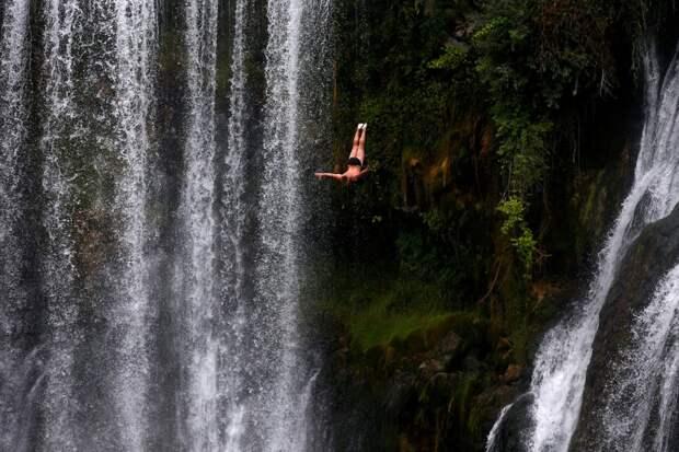 Прыжок в водопад