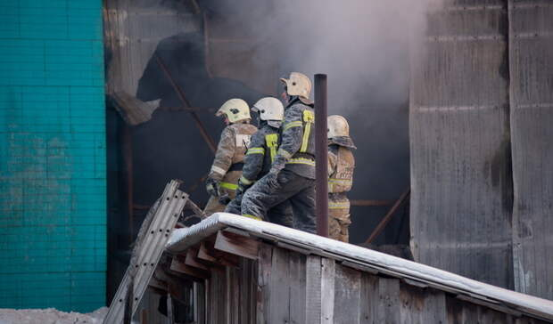 Из горящего дома в Орске удалось спасти семь человек