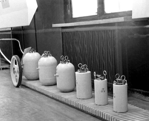 Контейнеры для перевозки и хранения радиоактивных веществ. /Фото: kramola.info