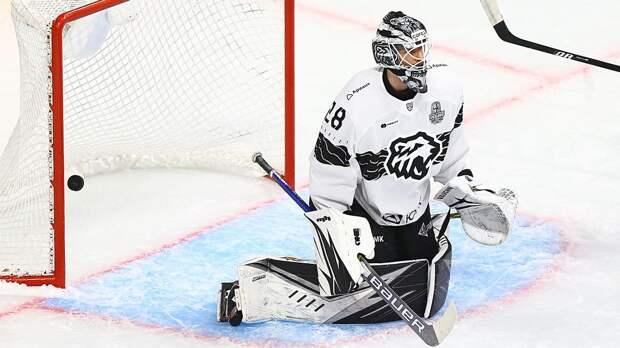 Драма в российском хоккее: вратарь «Трактора» Федотов сдвинул ворота, получил буллит и отправил команду в отпуск