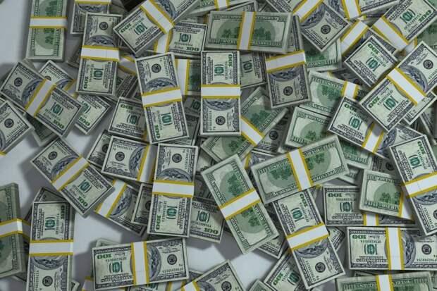 Деньги будут липнуть: простой ритуал со стаканом воды поможет быстро разбогатеть