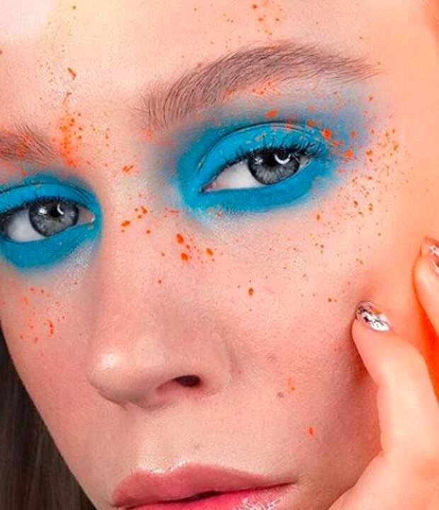 Макияж зима 2019/2020: стрелки, блестки и яркие цвета - модные идеи на фото