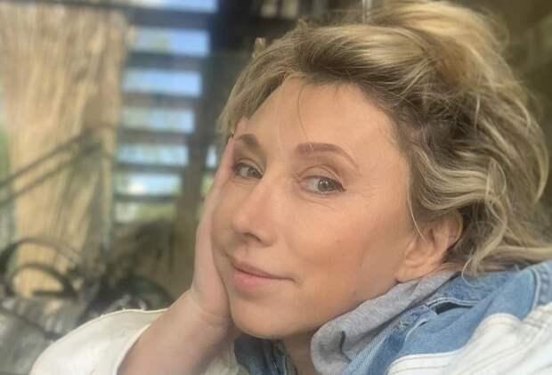 Елена Воробей показала подарки, полученные на 54-летие