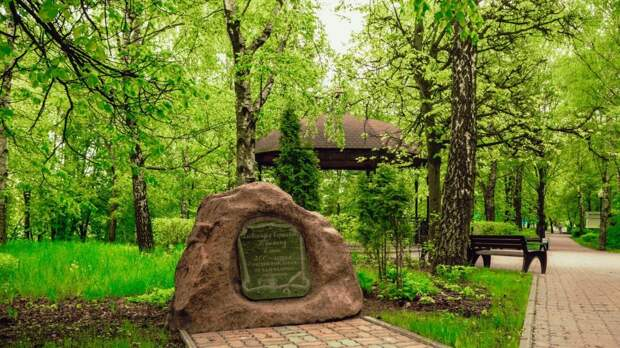 Фото дня: аллея имени Пушкина в парке на улице Свободы