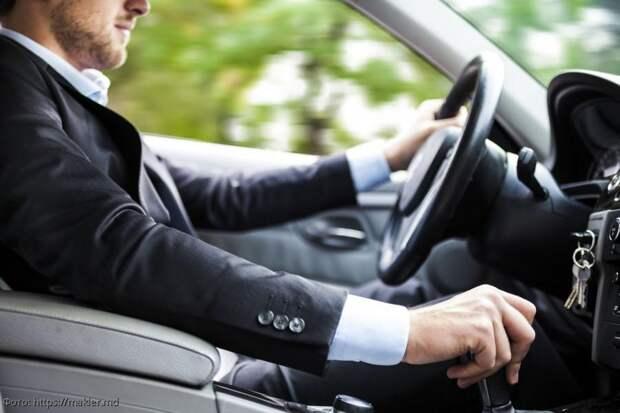 Несколько действий, которые помогают распознать опытного водителя
