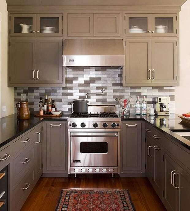 П-образный вариант планировки кухни станет отличным решением для небольшого помещения.