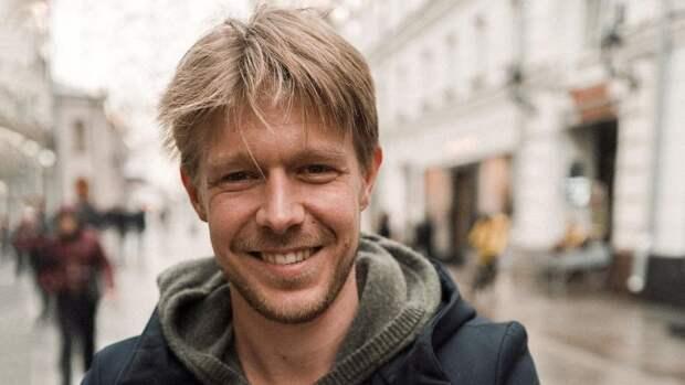 Актер Никита Ефремов рассказал о многочисленных обидах на бросившего семью отца