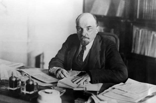 Председатель Совета народных комиссаров Владимир Ленин, 1918 год